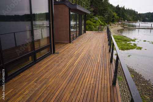 Fotografia  Wood Plank Deck Patio Beach Water Contemporary Waterfront Home