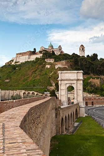Photo Ancona, l'Arco di Traiano ed il Duomo di S.Ciriaco
