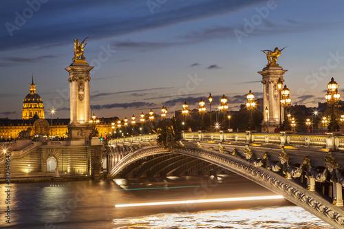 Pont Alexandre III de nuit