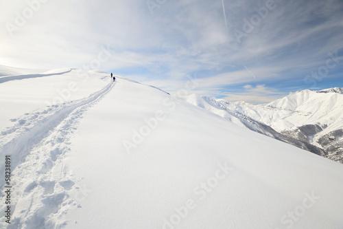 Foto op Plexiglas Alpinisme Alpinist on the mountain ridge