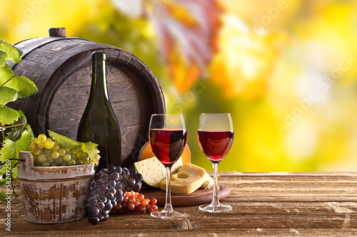 Papiers peints Vin Wine bottle and glasses on wooden table
