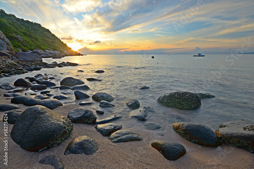 Foto  Sunrise on idyllic tropical beach