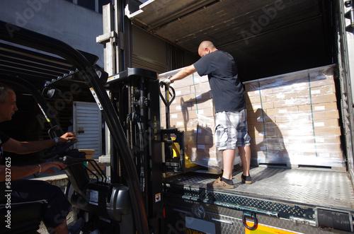 Fotografía transport logistique - déchargement de camion