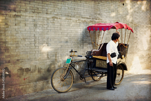Spoed Foto op Canvas Beijing Typical Asian rickshaw
