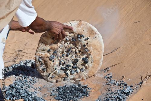 Poster Tunesië Cuisson du pain dans le désert - Tunisie