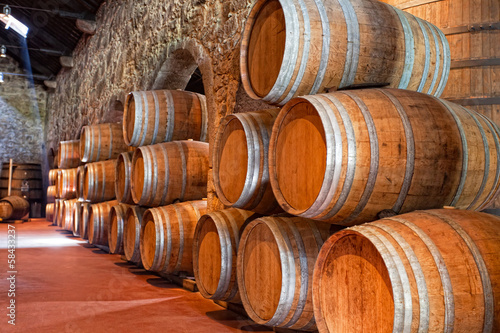 Fotografiet cellar with wine barrels