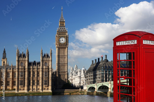 Spoed Fotobehang Londen Big Ben with red telephone box in London, England