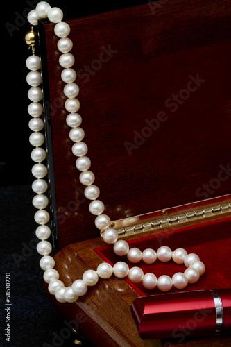Stampa su Tela Pearl necklace