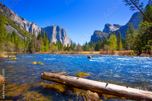 In de dag Natuur Park Yosemite Merced River el Capitan and Half Dome