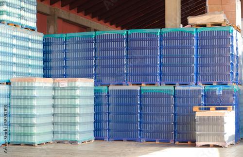 Fotografie, Obraz Láhve pro výrobu vína na skladování.