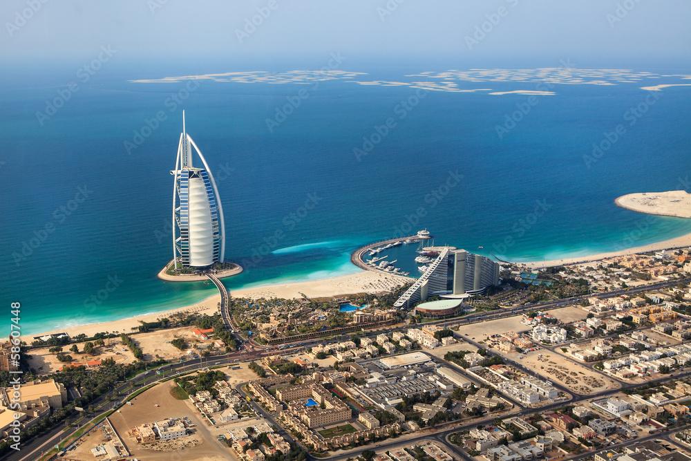 Dubaj, Zjednoczone Emiraty Arabskie. Burj Al Arab z góry