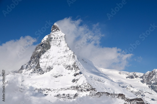 Photo  Matterhorn peak among clouds