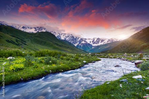 Foto auf Gartenposter Fluss mountain landscape