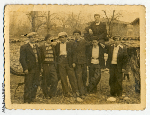Photo CIRCA 1940: Group of men and boys on private land