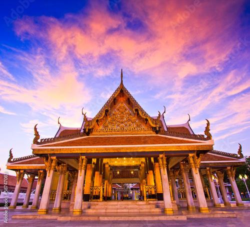 In de dag Bangkok King Rama III memorial park near Wat Ratchanaddaram, Thailand