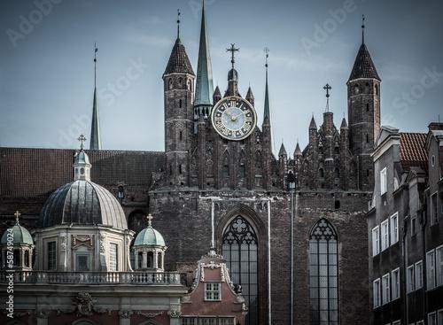 widok-nad-stara-katedra-w-gdanskim-miescie-polska