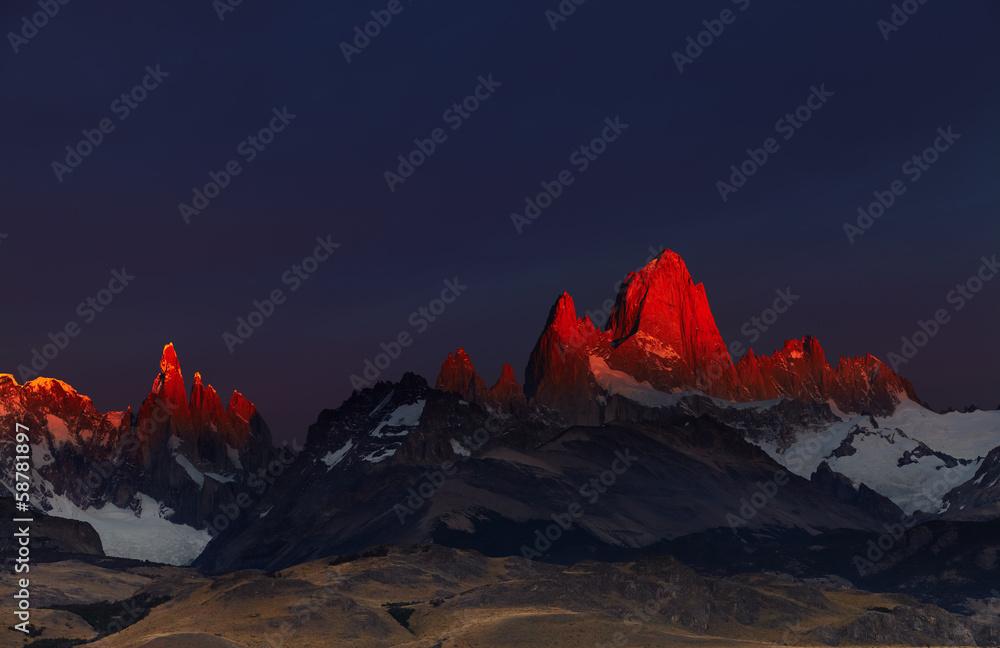 Photo  Mount Fitz Roy at sunrise, Patagonia, Argentina