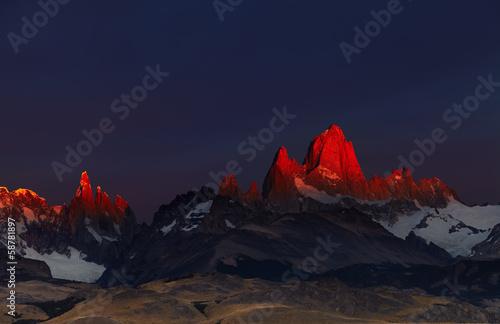 Mount Fitz Roy at sunrise, Patagonia, Argentina фототапет