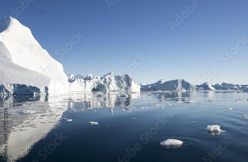 Foto auf Gartenposter Antarktika Beautiful Iceberg