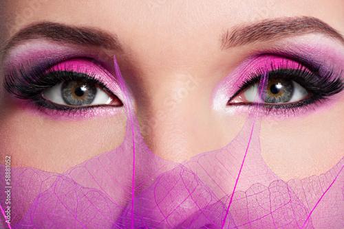kobiece-oko-z-piekna-moda-jasne