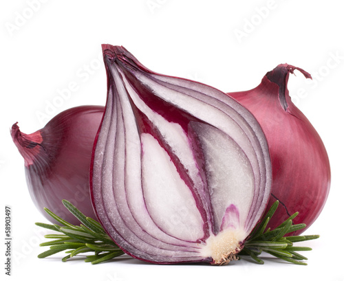 Fotografía  red onion and rosemary leaves