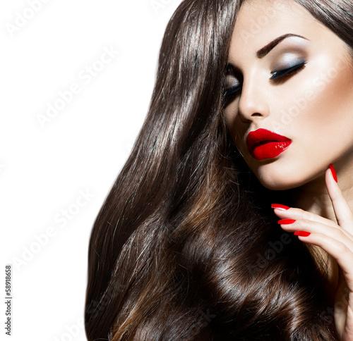 Naklejka premium Seksowna piękno dziewczyna z Czerwonymi wargami i gwoździami. Prowokacyjny makijaż