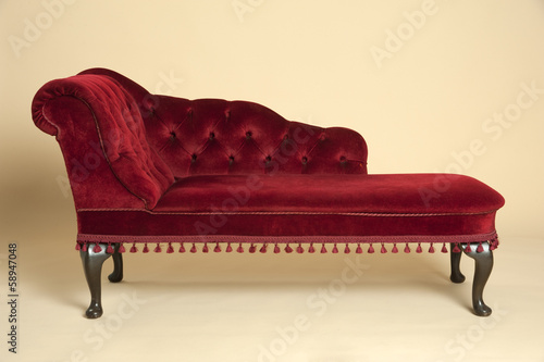 Photographie Chaise longue seat covered in a dark red velvet