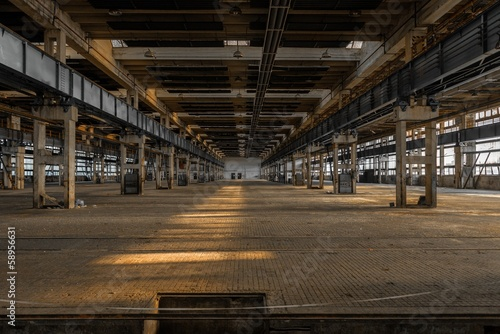 Fotobehang Oude verlaten gebouwen Large industrial hall of a repair station