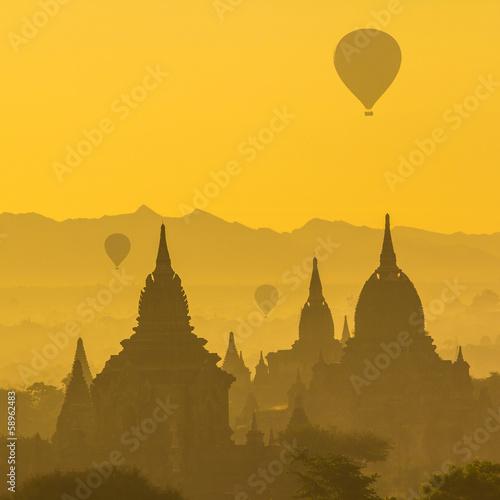 Fotobehang Zwavel geel Ancient Temples in Bagan