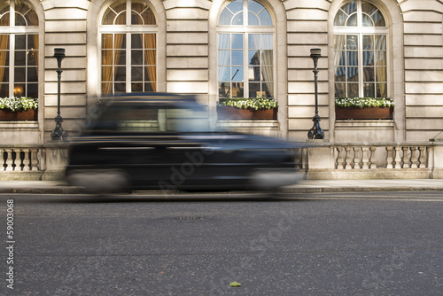 Photo Taxi in motion in London