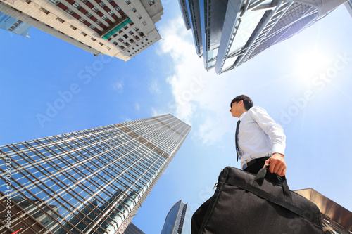 Photo  successful business man outdoors Next to Office Building