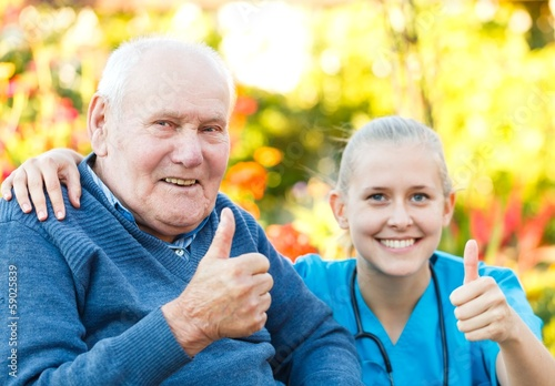 Fotografia  Thumbs up for nursing homes