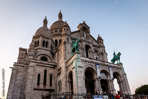 Photo  Sacre Coeur Cathedral on Montmartre Hill at Dusk, Paris, France