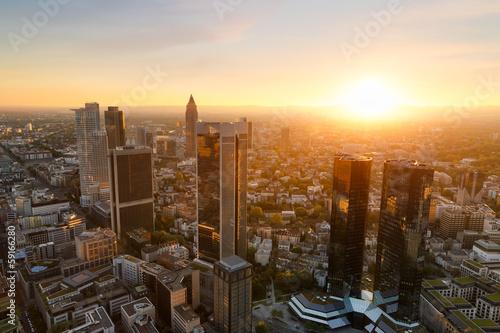 panorama-frankfurtu-o-zachodzie-slonca