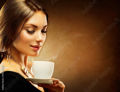 Coffee. Beautiful Girl Drinking Tea or Coffee