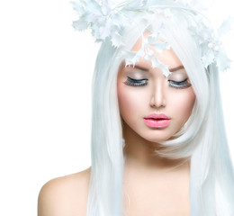 Winter Beauty. Beautiful Fashion Model Girl with Snow Hairstyl