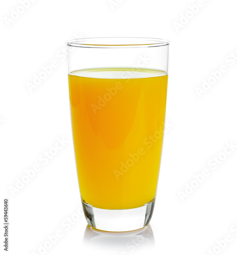 Papiers peints Jus, Sirop Full glass of orange juice isolated on white background