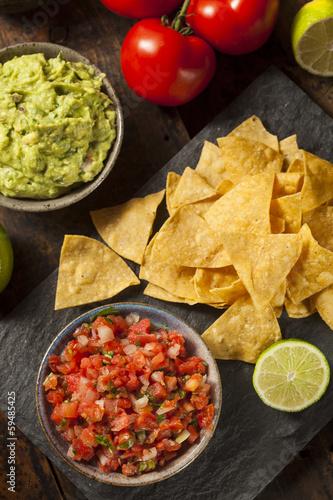 Staande foto Vlees Homemade Pico De Gallo Salsa and Chips