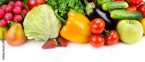 zestaw-owocow-i-warzyw-na-bialym-tle