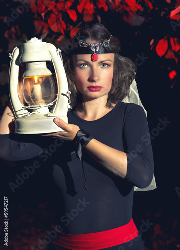 Photo  girl with a lantern
