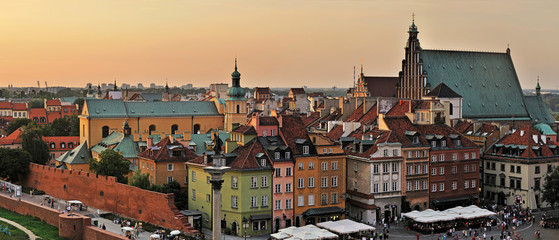 Fototapeta Do gastronomi The old town at sunset. Warsaw, Poland -Stitched Panorama