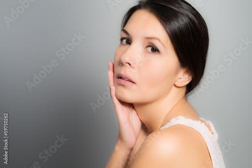 Fototapety, obrazy: Schöne Frau mit einem sinnlichen Gesichtsausdruck