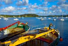 Goémoniers Dans Le Port De Saint Pabu à Marée Haute, Bretagne