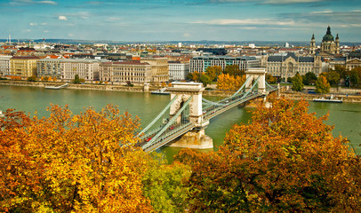 Panel Szklany Miasta Budapest in autumn