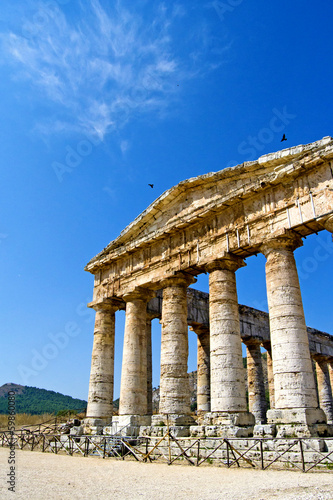 Valokuva  Ancient temple of Segesta in the valley - Trapani, Sicily