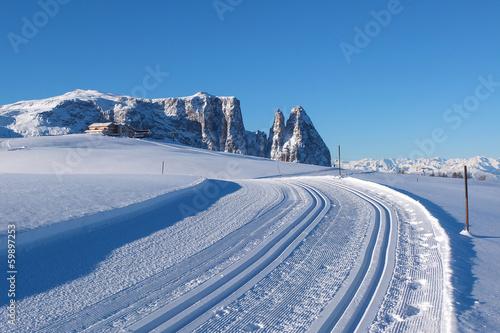 Fotografie, Obraz  Prázdné silnici v Dolomitech
