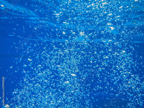 Valokuva  bubbles in blue clear water