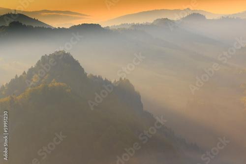 Fototapeta Bajkowe Wiosenne Pieniny Spowite Mgłą obraz