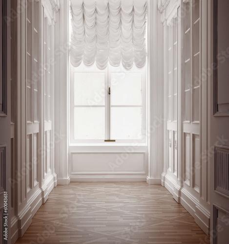 Foto  Luxury old vintage classic hallway with old floor