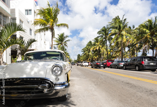 Aluminium Prints Old cars Miami beach ocean drive